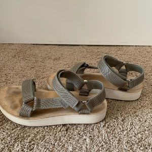 Teva Midiform Universal Sandal gray